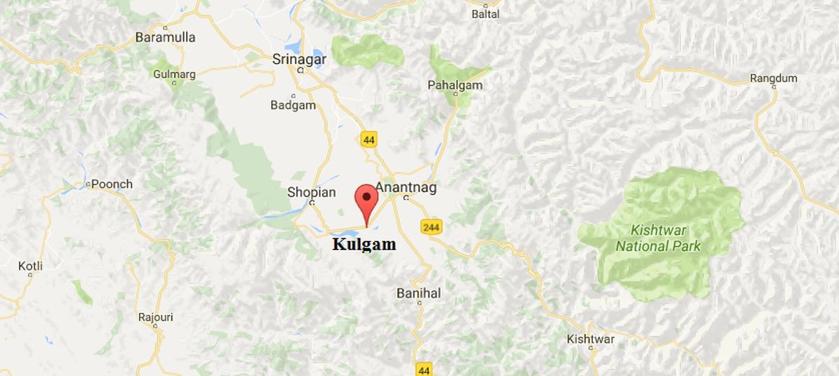 Kashmir: Policeman killed by militants in Bogund village