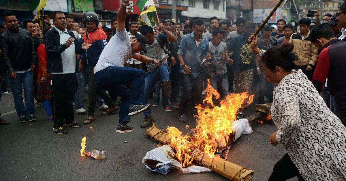 Darjeeling unrest: GJM activists burn copies of GTA accord, break tubelights over their backs