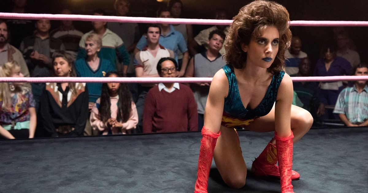 In TV series 'GLOW', spandex, fake body slams and real friendships