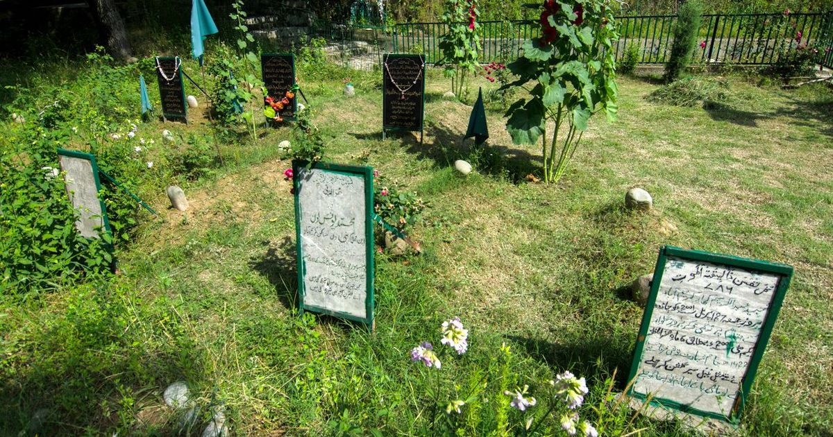 Map of South Kashmir: In Karimabad, three graves and a surrender