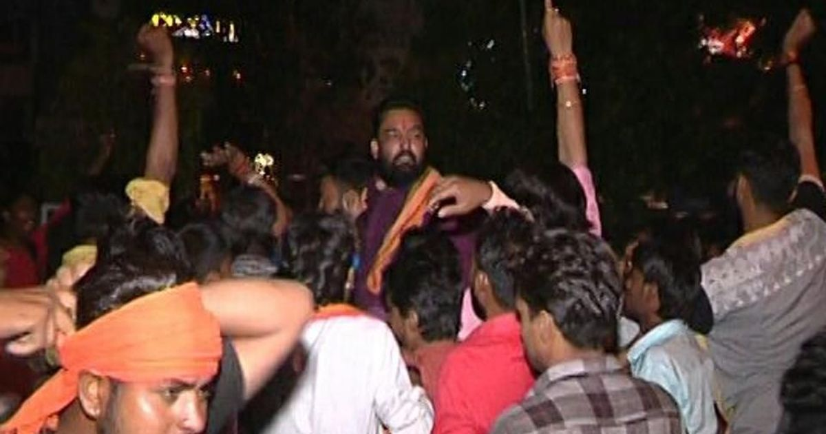 Bhopal: Bajrang Dal members get leader out of jail by creating a commotion outside police station