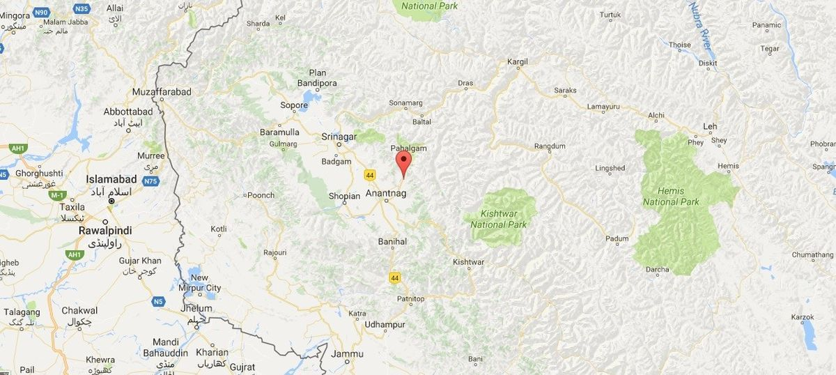 Jammu and Kashmir: Suspected militants loot more than Rs 5 lakh from a bank in Anantnag