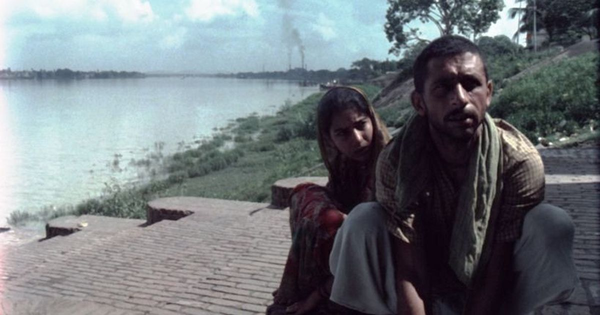 Book versus movie: Swimming pigs and a perfectly adapted short story in Goutam Ghose's 'Paar'