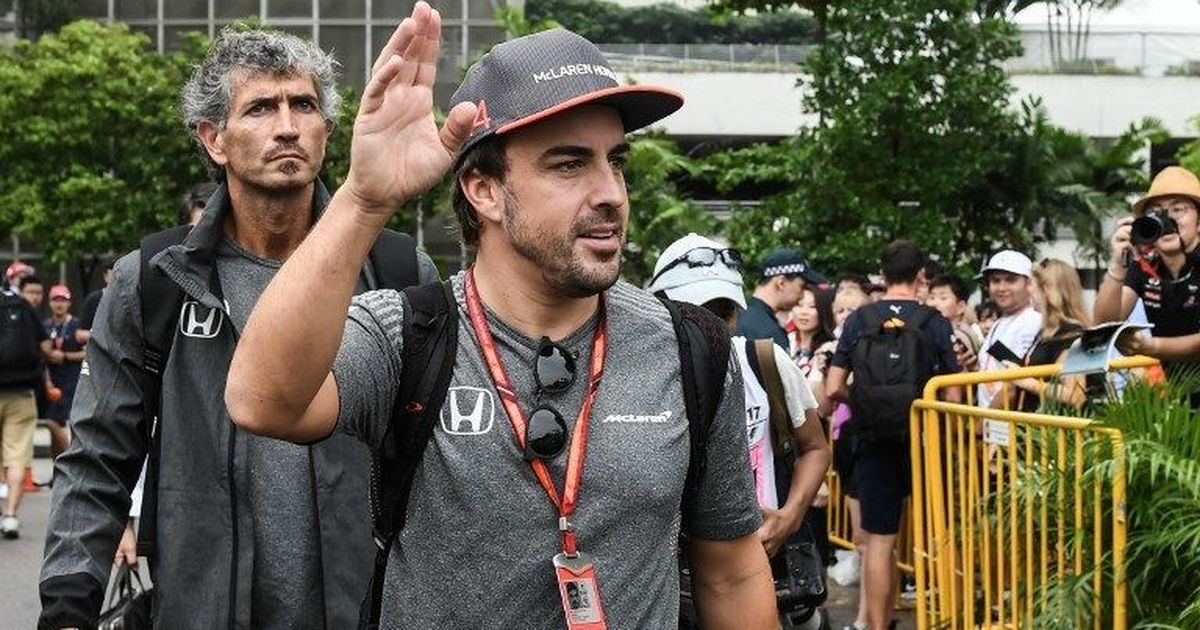 Fernando Alonso keeps McLaren guessing over signing new deal