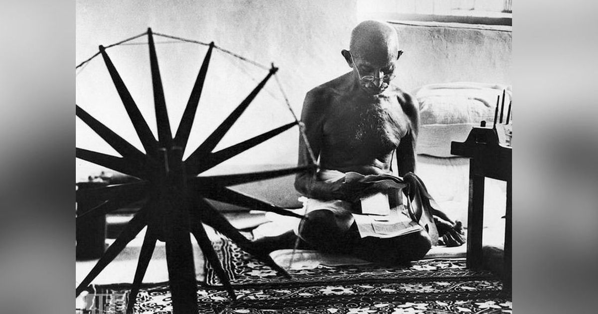 MK Gandhi's most 'indelicate' gift for Queen Elizabeth (and other stories about Khadi)