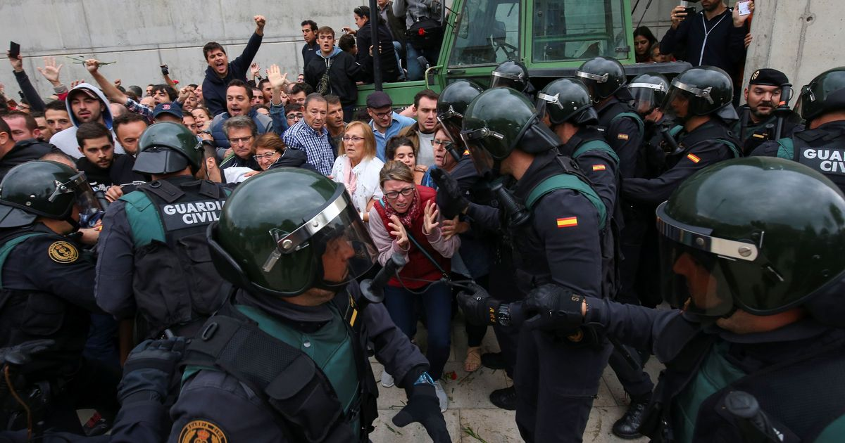 Spain: 460 injured as police crack down on Catalan voters during independence referendum