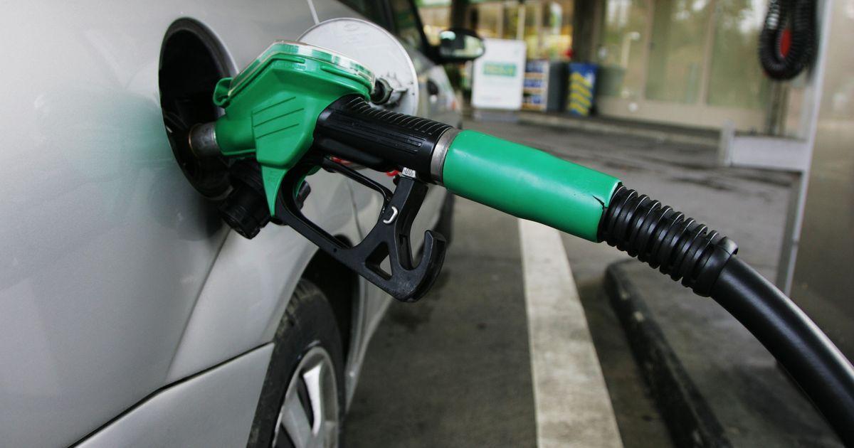 Gujarat, Maharashtra cut Value Added Tax on petrol and diesel, effective midnight
