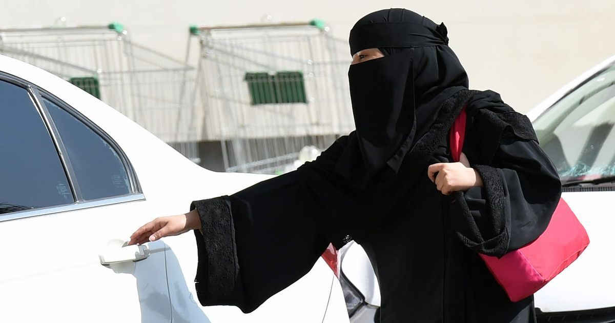 Saudi Arabian Police penalise woman for driving before ban is officially lifted
