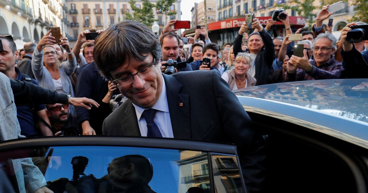 Sacked Catalan leader Carles Puigdemont, four former aides freed in Belgium