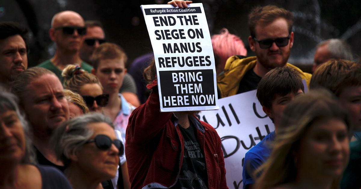 Police storm Australia's asylum centre in Papua New Guinea's Manus Island to force refugees out
