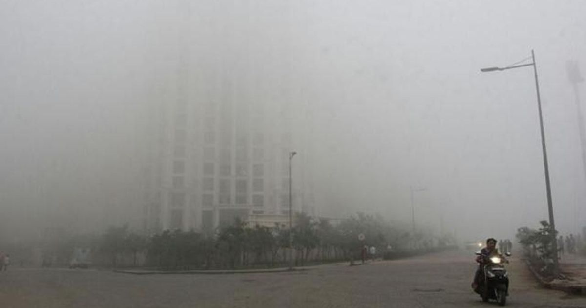 Mumbai: Suburban rail services hit as fog envelops the city, commuters protest
