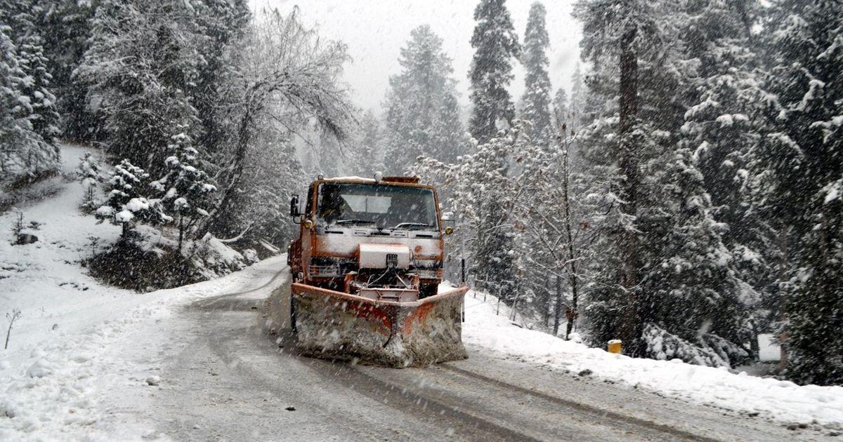 Jammu-Srinagar Highway closed due to heavy rain, snowfall, flight operations suspended