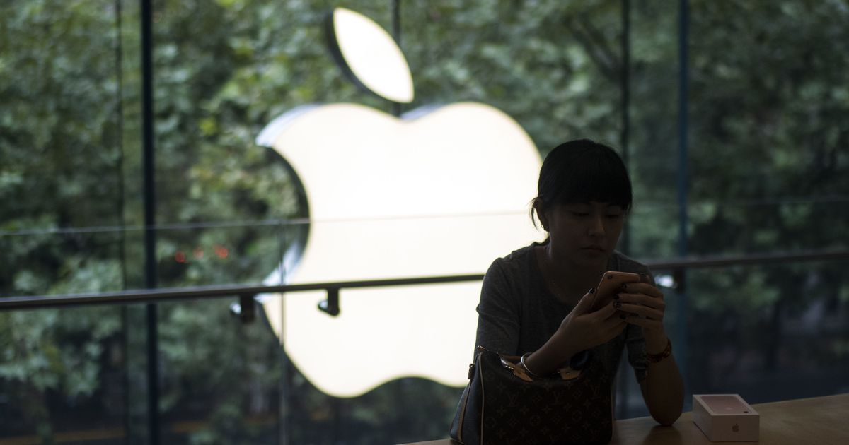 Apple apologises over 'misunderstanding' about iPhone's older batteries