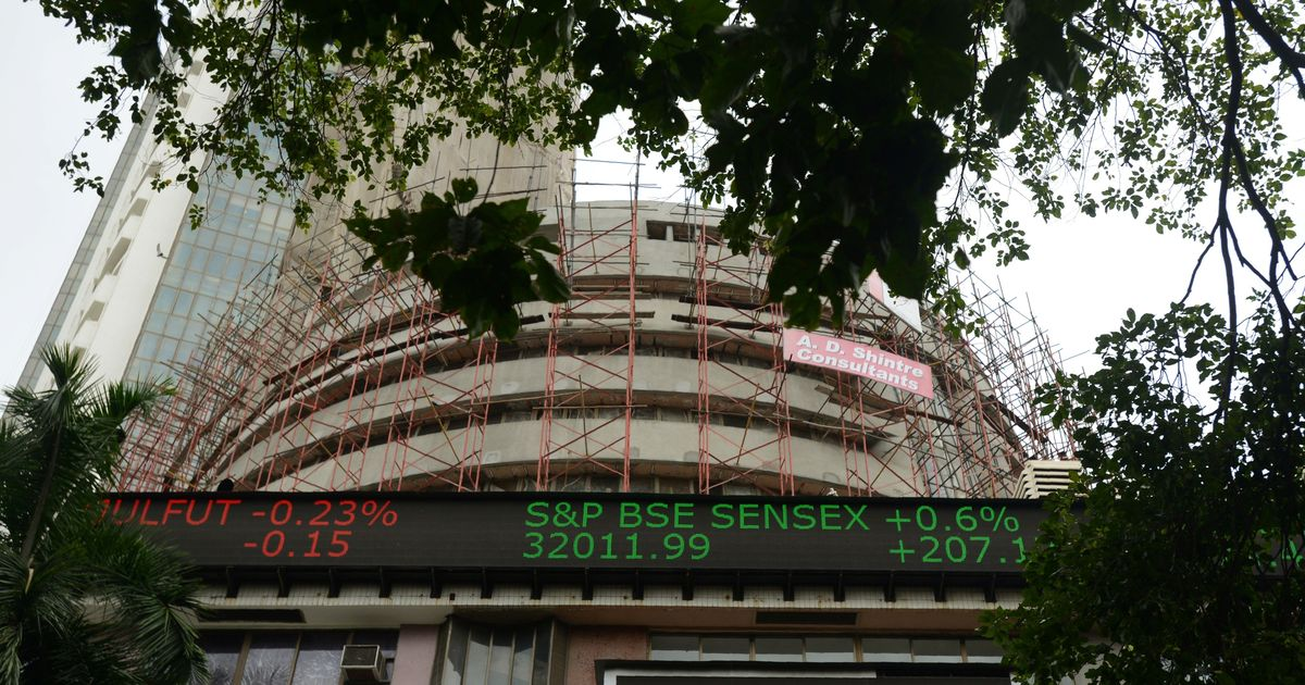 Sensex closes below 33,000, Nifty50 sheds 100 points on fifth straight day of losses