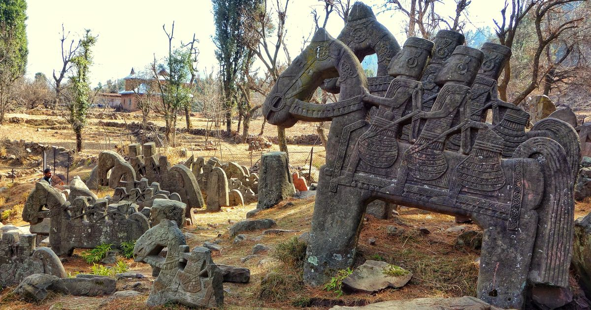 Who left these ancient sculptures of horsemen around the Pir Panjal range?