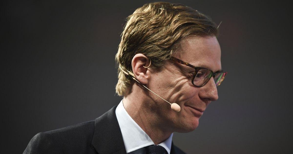 Cambridge Analytica suspends chief executive Alexander Nix in data breach row