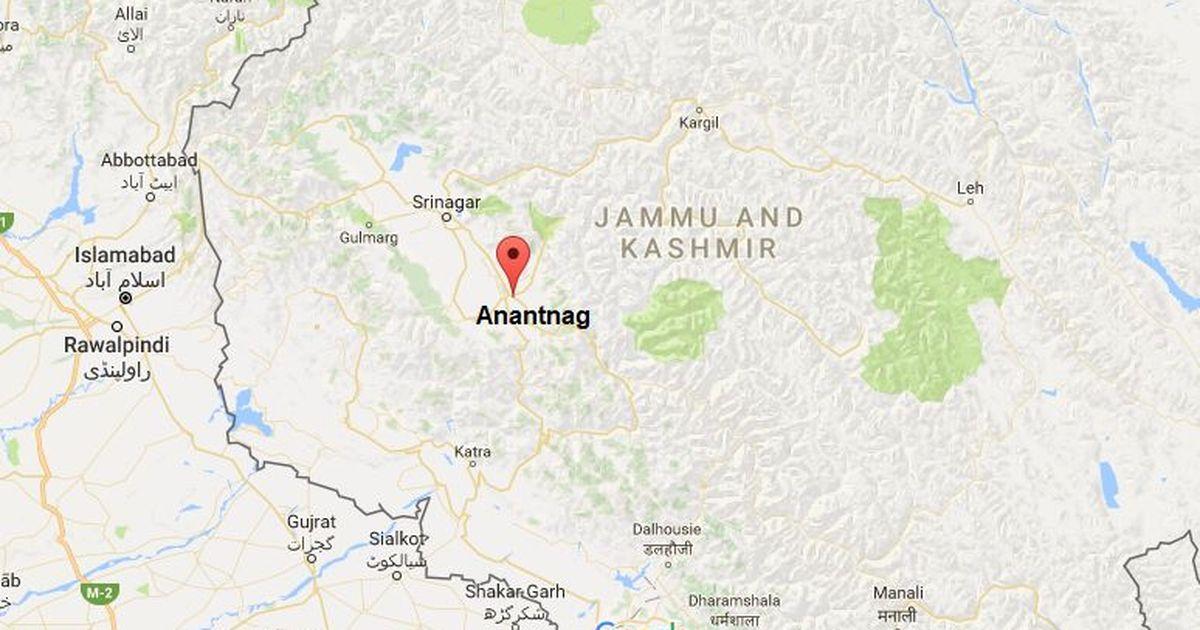Kashmir: Suspected militants attack police officer at Khanabal traffic junction in Anantnag