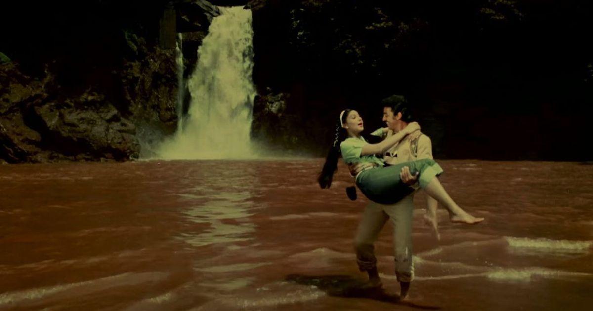 Picture the song: 'Hum Bane Tum Bane' from 'Ek Duuje Ke Liye' proves that love has no language