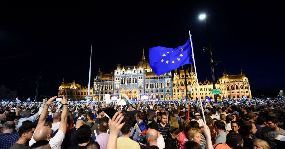 Hungary: Huge protests held against PM Viktor Orban's election victory
