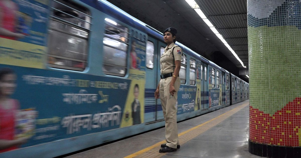 Kolkata: Passengers break open metro train windows after snag leaves them stranded in dark tunnel