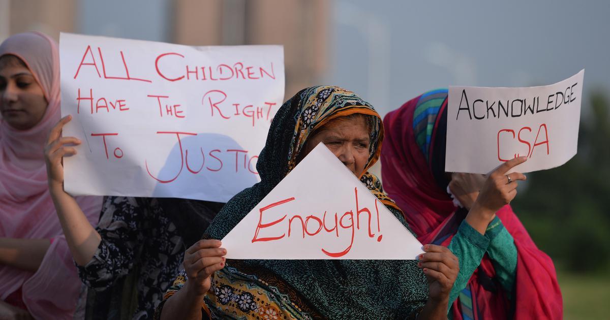 Andhra Pradesh: Mob attacks police station after man attempts to rape minor in Old Guntur