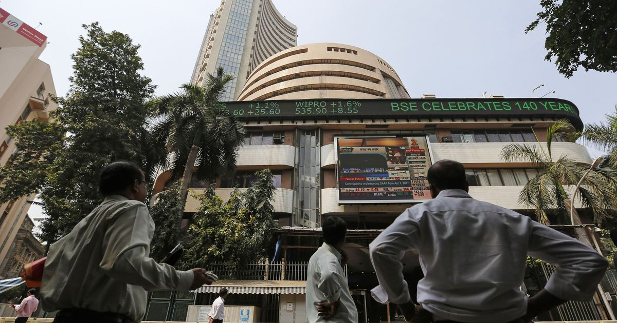 Indian markets decline sharply on heavy losses in banking, reality stocks