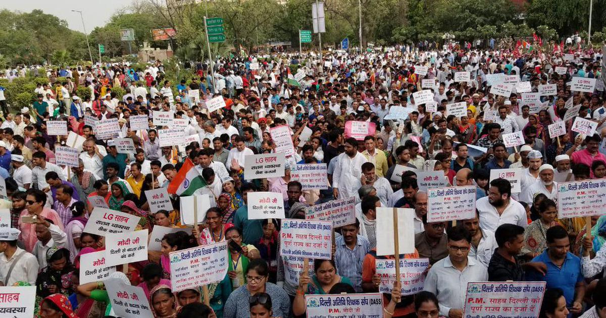 Delhi Police stop AAP workers' protest march to Narendra Modi's residence