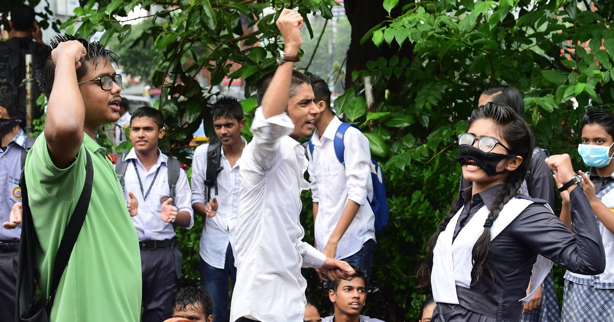 In Dhaka, angry students have taken over  police duties – and are not even sparing the police