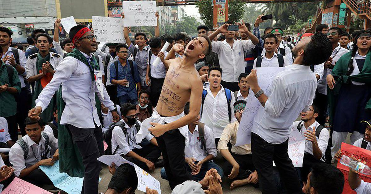 As Dhaka student movement for safe roads faces violence, protestors and government trade charges