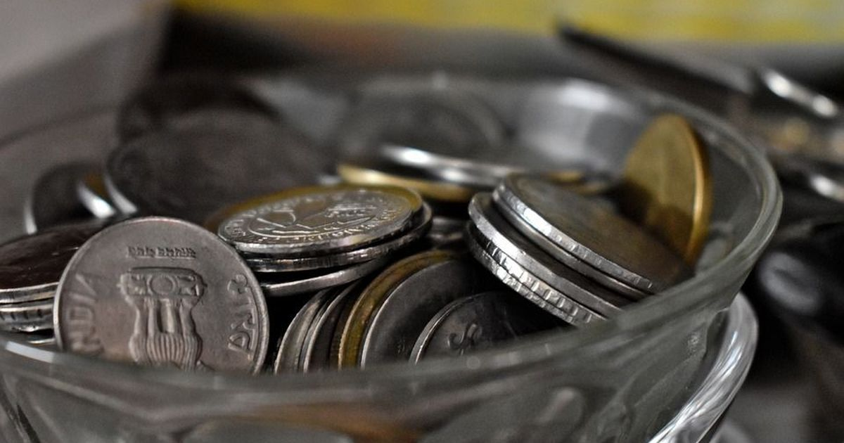 Rupee hits a new all-time low against the US dollar, domestic indices fall sharply