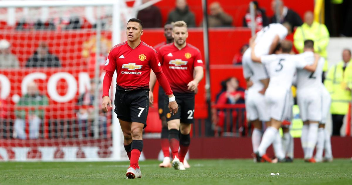 Man United frustrated on Sir Alex Ferguson's return from surgery as Wolves snatch point