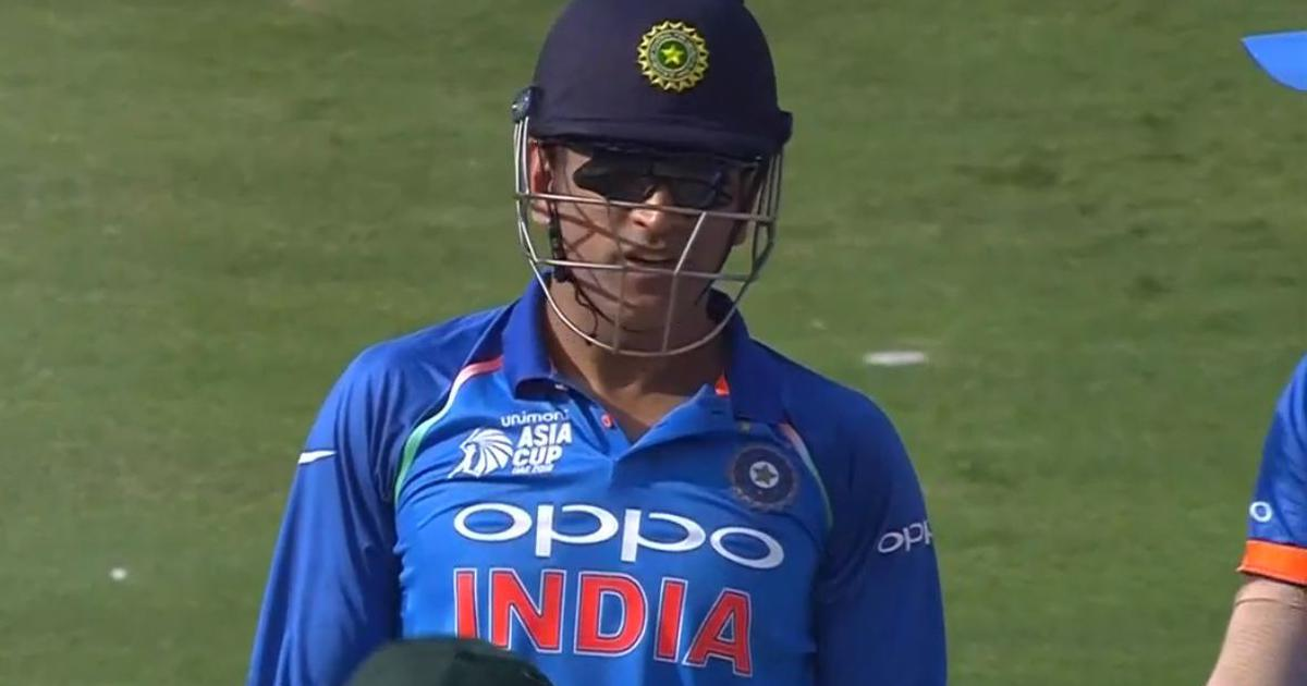 MSD does it again: Twitter goes berserk as 'Dhoni Review System' strikes against Pakistan