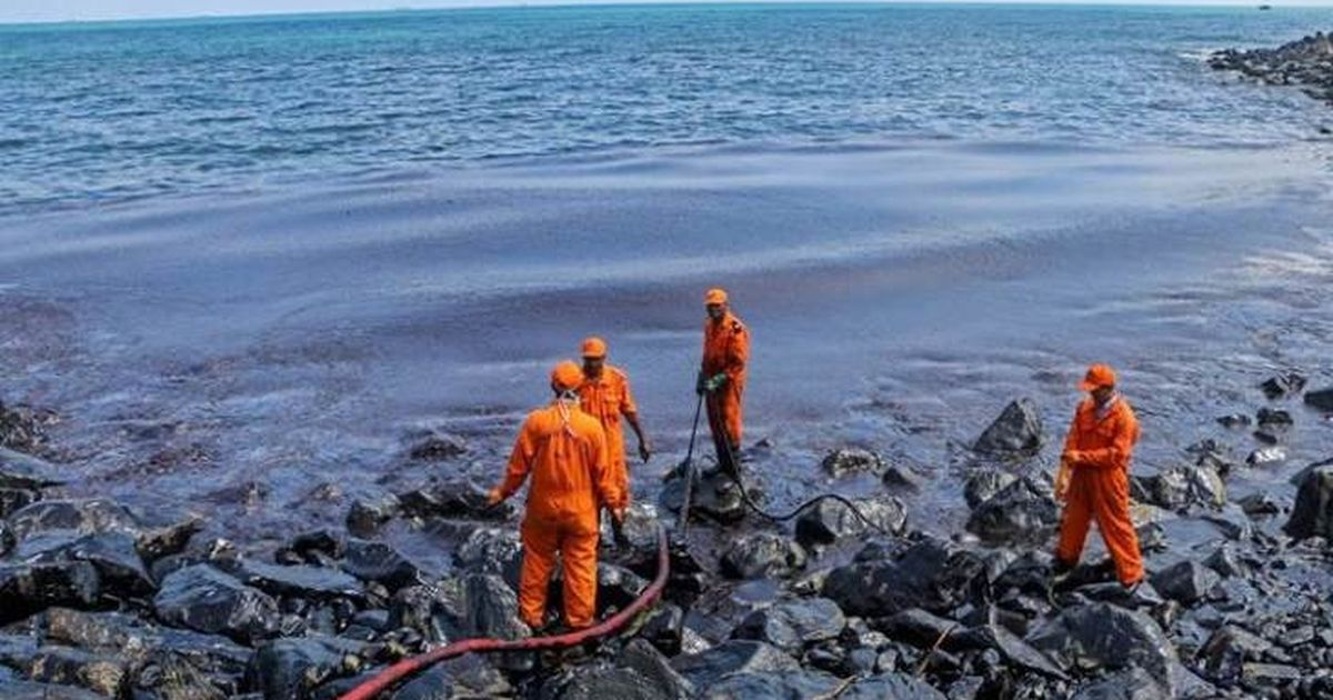 Tamil Nadu: At least 2 tonnes of oil spills into sea near Chennai after tanker's fuel hose snaps