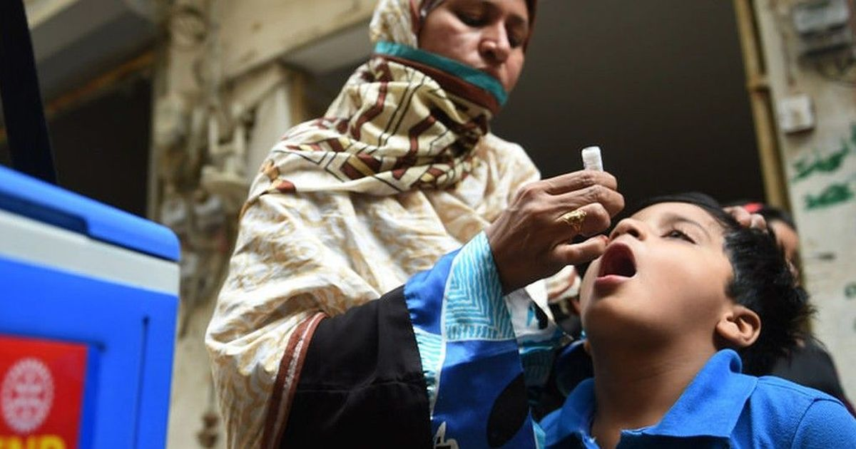 Pakistan: Seven private schools sealed for spreading rumours about anti-polio campaign