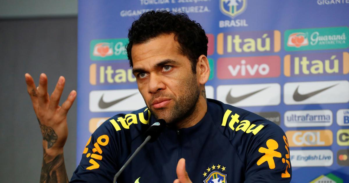 Brazil captain Dani Alves signs for boyhood club Sao Paulo after PSG exit