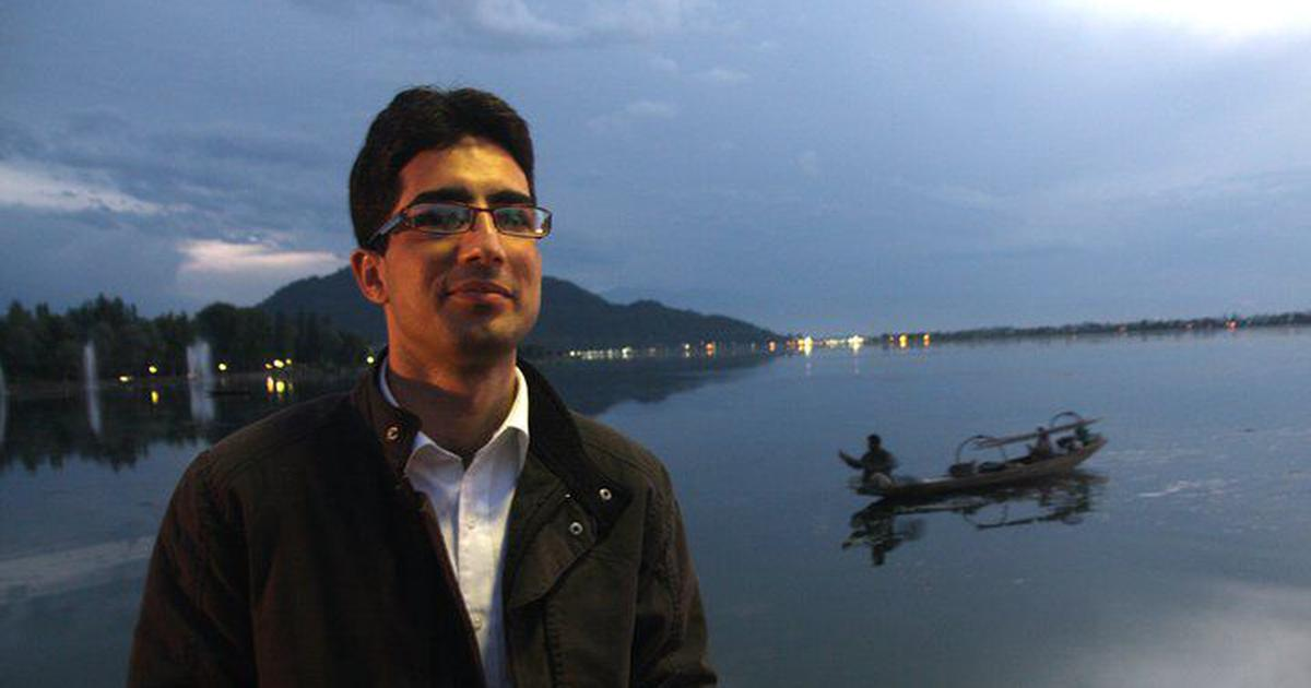 Who detained Kashmiri politician Shah Faesal and under what law?
