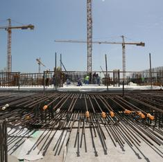 Under pressure, Qatar announces that it will change archaic laws for workers building World Cup facilities