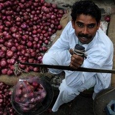 Two charts show why onion prices are rising despite increased production