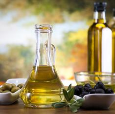 Drink a glass of olive oil every day – the Mediterranean way to a long life