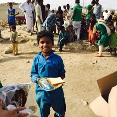 Karachi's Robin Hood Army learns from India: Borrow from the rich to feed the poor