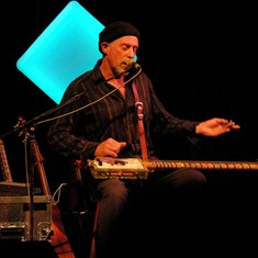Harry Manx weds the tradition of the Blues with the depth of classical Indian ragas