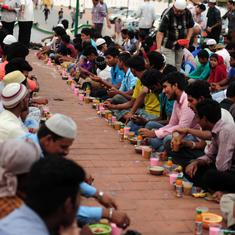 For 35 years, Sindhi volunteers have helped worshippers at a Chennai mosque break their Ramzan fast
