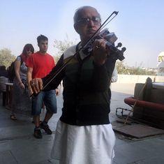 Meet the violinist serenading his cancer-stricken love on India's street corners