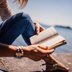 What this editor of books read outside her work in 2016 says a lot about why (and how) we read