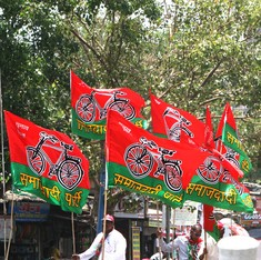 As Samajwadi Party heads for split, rival factions gear up for a war over party symbol