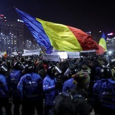 Watch: a lesson from Romanians in how to hit the streets to protest against corruption