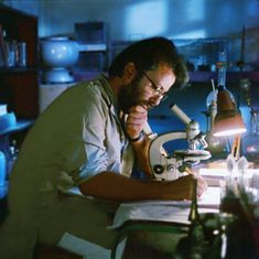 'Ek Doctor Ki Maut' and the missing Indian scientist in the laboratory