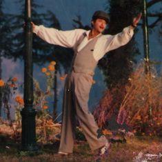 Picture the song: Similes and smiles in 'Ek Ladki Ko Dekha'