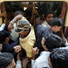 Video: Travelling in the Super Dense Crush Load of Mumbai's local trains during rush hour