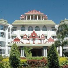 SC stays Madras High Court order granting grace marks to students who wrote NEET exam in Tamil